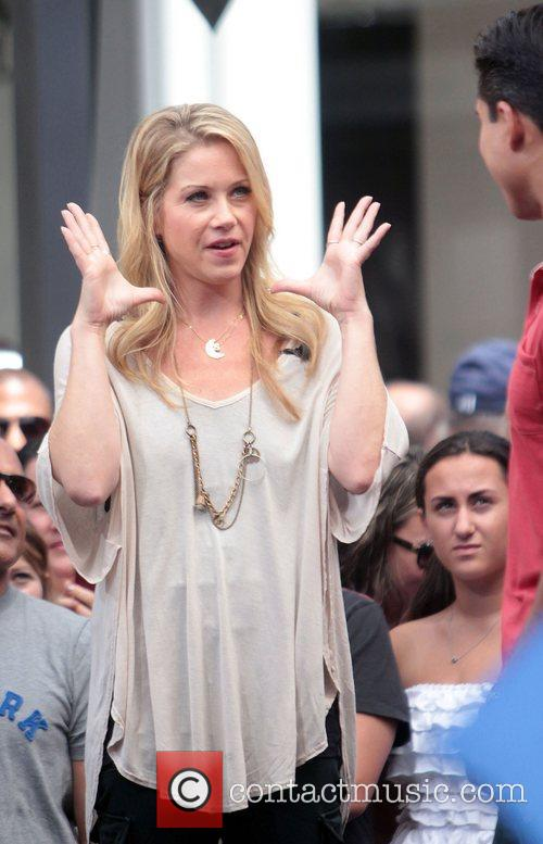 christina applegate visits extra at the grove 4045431