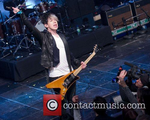 Performs at CHUM FanFest during the 2012 Slacker...