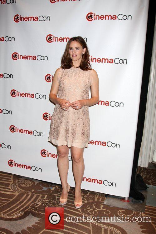 Jennifer Garner arrives at the 2012 CinemaCon held...