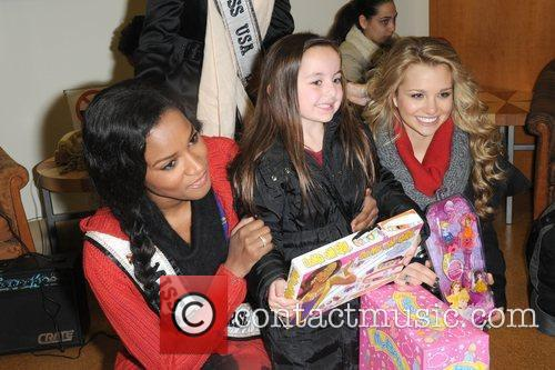 Miss Universe Leila Lopes, Miss Teen USA Danielle...