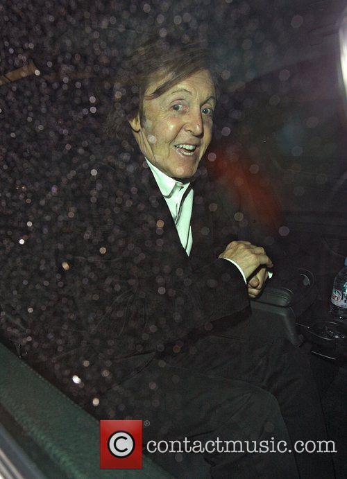 paul mccartney dropping a friend off at 4003666