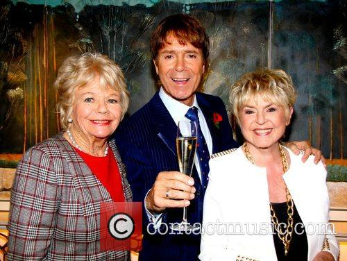Judith Chalmers, Sir Cliff Richard and Gloria Hunniford 3