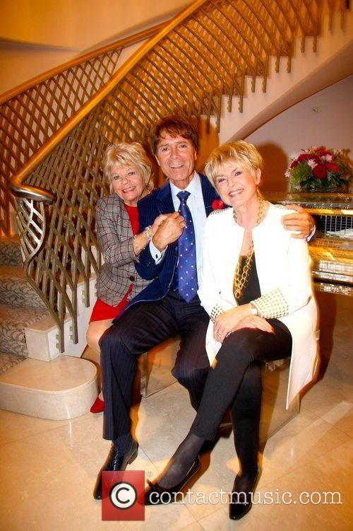 Judith Chalmers, Sir Cliff Richard and Gloria Hunniford 2