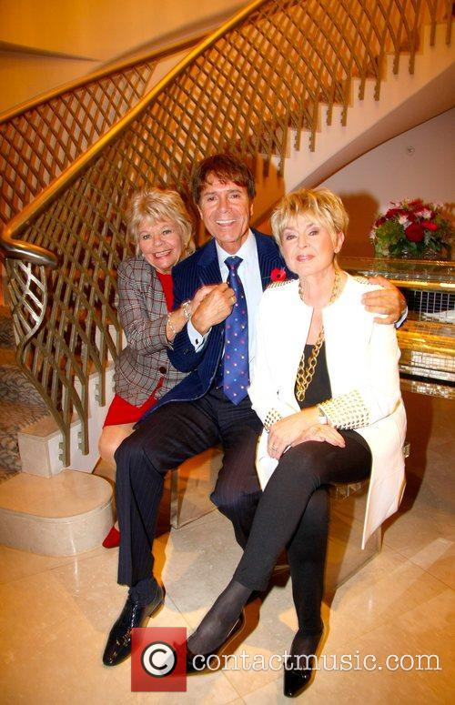 judith chalmers sir cliff richard gloria hunniford 4168504