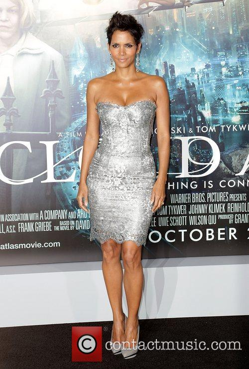 Halle Berry and Grauman's Chinese Theatre 1