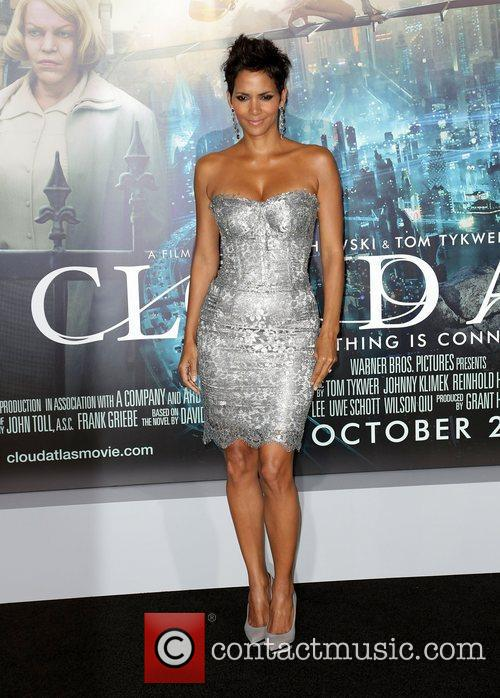 Halle Berry and Grauman's Chinese Theatre 2