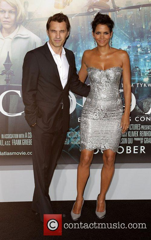 Olivier Martinez, Halle Berry and Grauman's Chinese Theatre 1