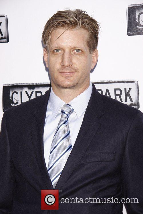 Paul Sparks and Kathryn Erbe 1