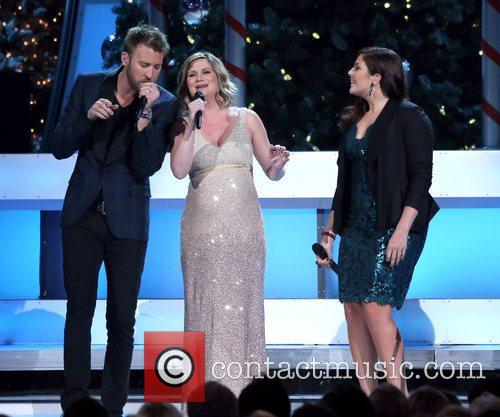 Jennifer Nettles and Lady Antebellum 2012 CMA Country...