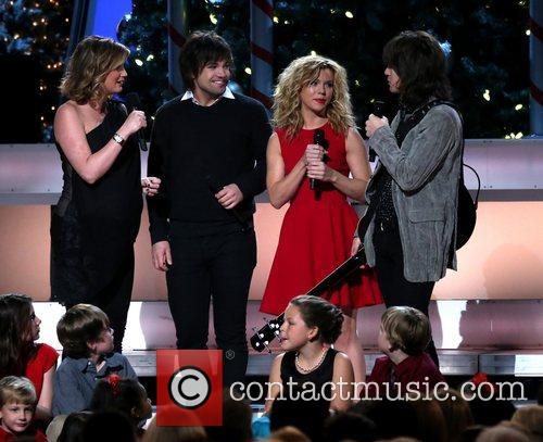 Jennifer Nettles and The Band Perry 2012 CMA...