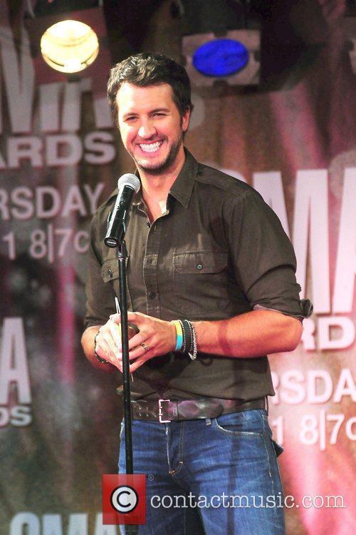 Luke Bryan and Cma Awards 6