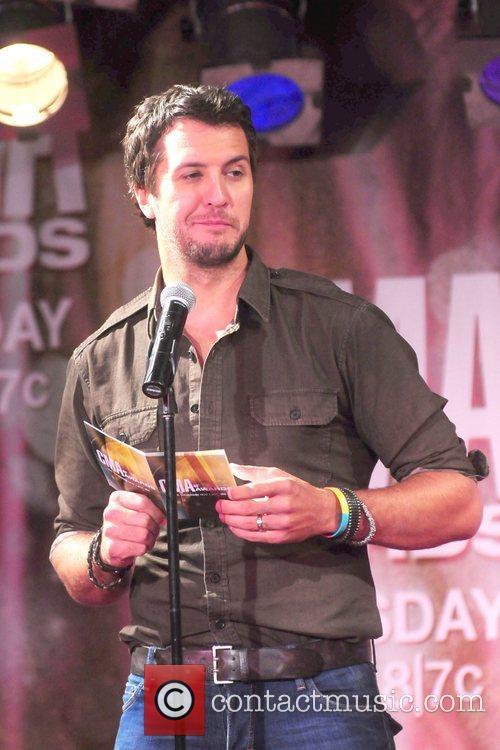 Luke Bryan and Cma Awards 7