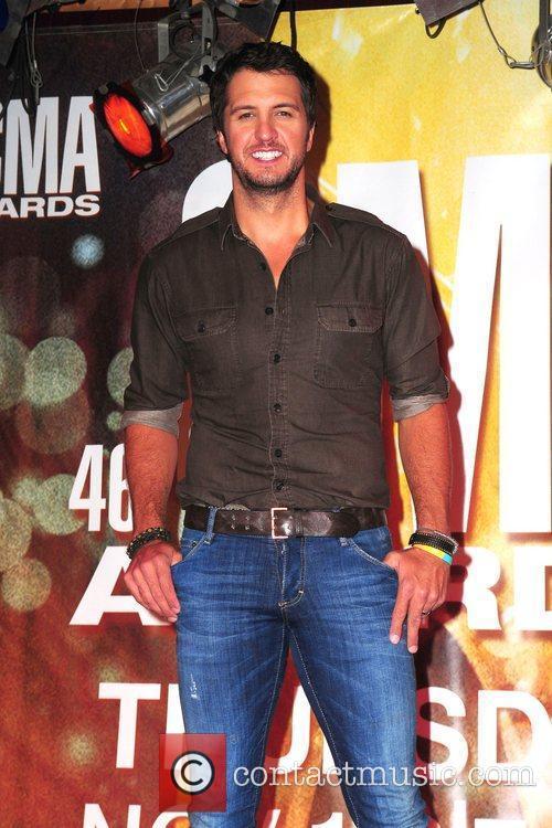 Luke Bryan and Cma Awards 9