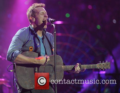chris martin coldplay perform live at the 5767929