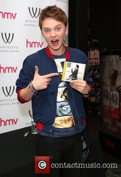 Connor Maynard meets fans and signs copies of...