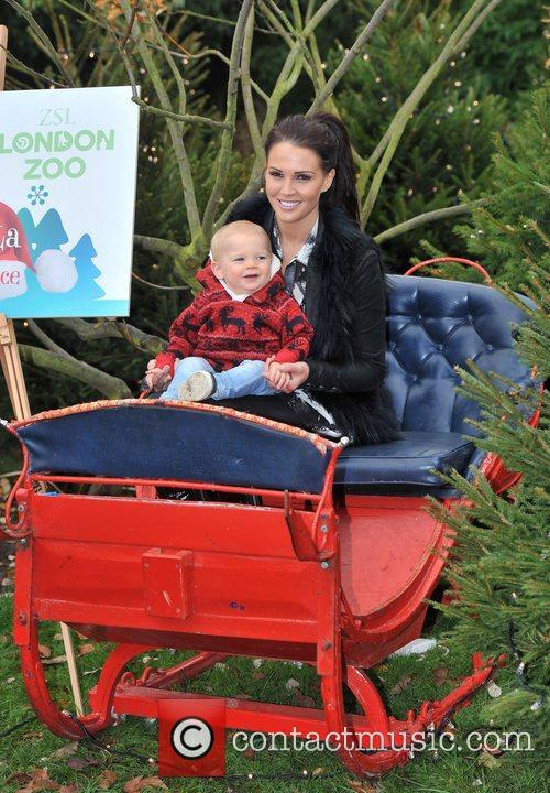 danielle lloyd with her sons archie and 4176114