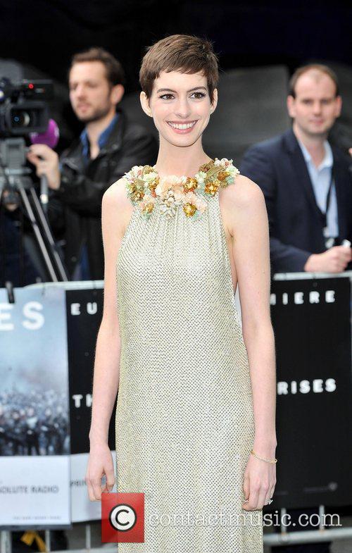 Anne Hathaway 28