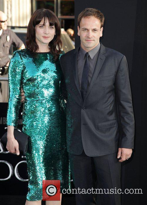 Michele Hicks, Jonny Lee Miller and Grauman's Chinese Theatre 2