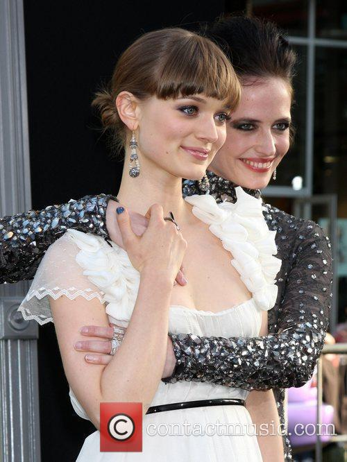 Bella Heathcote, Eva Green and Grauman's Chinese Theatre 2