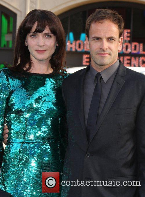 Michele Hicks, Jonny Lee Miller and Grauman's Chinese Theatre 3