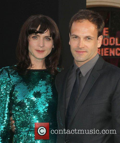 Jonny Lee Miller, Michele Hicks and Grauman's Chinese Theatre 2
