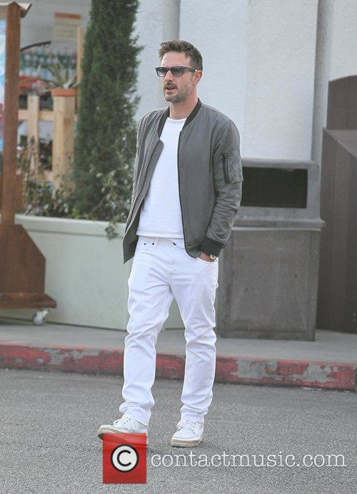 David Arquette   getting supplies for New...