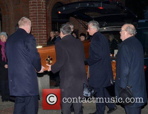 david kelly coffin in hearse the removal 5794781
