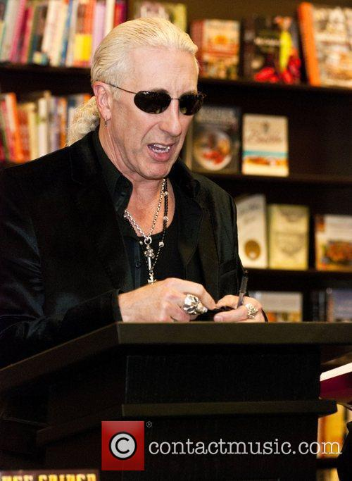 Dee Snider signs copies of his new book...