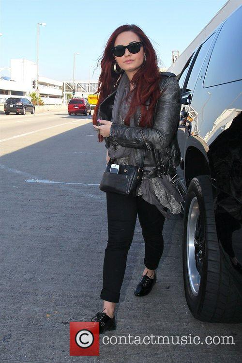 demi lovato arriving at lax airport for 5788567