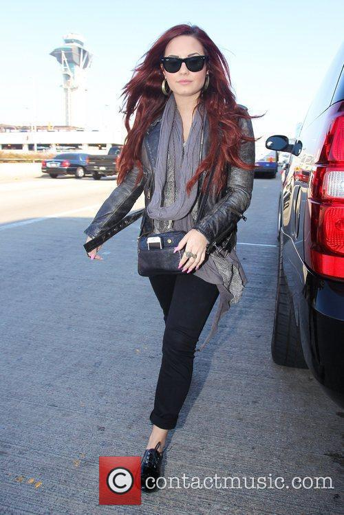 demi lovato arriving at lax airport for 5788569