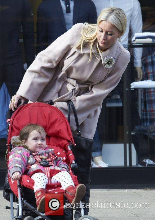 Arrives with her daughter Betsy at Bella Sorella...