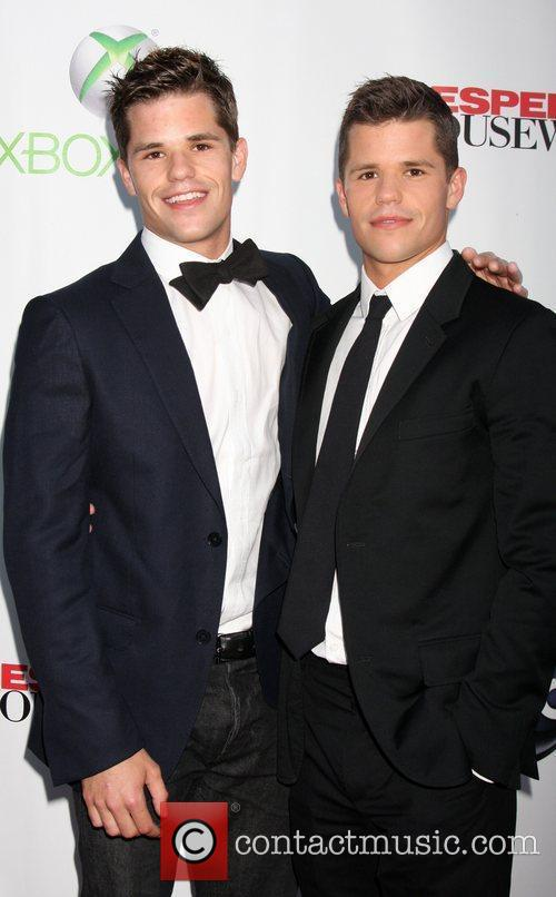 Picture - Max Carver  Charlie Carver   Photo 3002875   Contactmusic