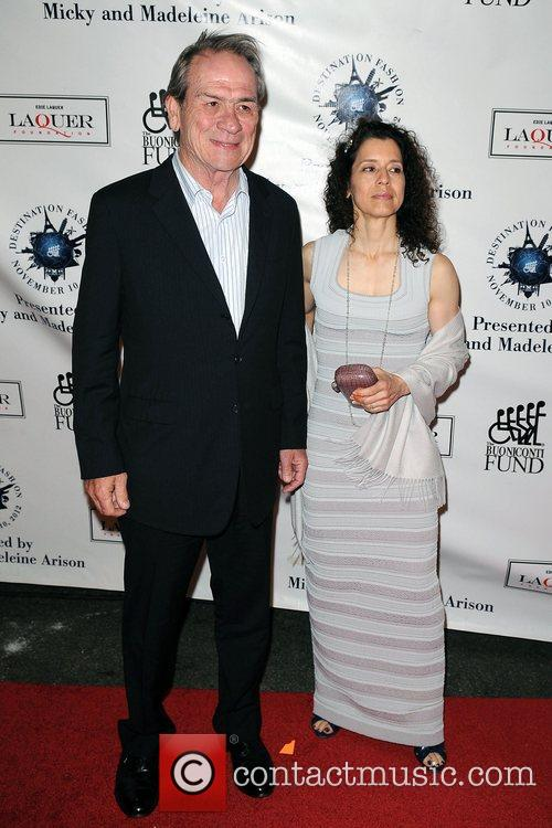 tommy lee jones and wife dawn laurel 5948609