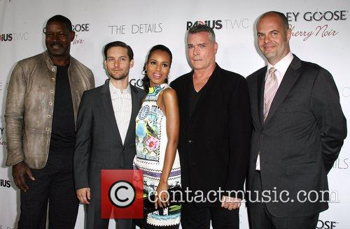Dennis Haysbert, Toby Maguire, Kerry Washington, Ray Liotta and Jacob Aaron Estes 2
