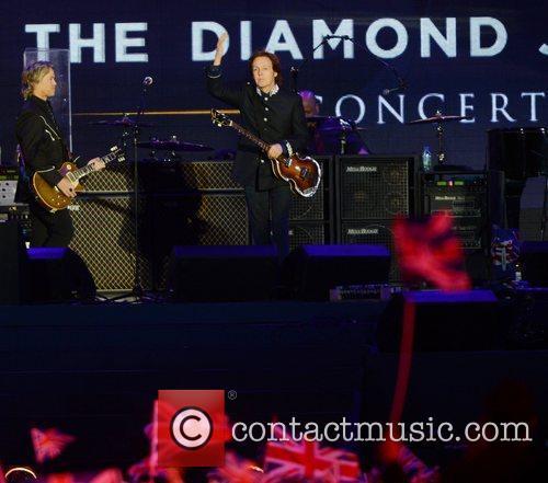 paul mccartney performs at the diamond jubilee 3926304