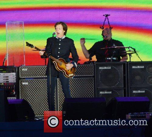 Sir Paul Mccartney and Buckingham Palace 1