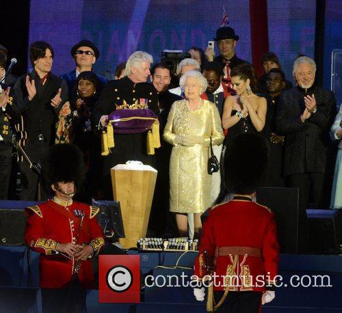 Queen Elizabeth Ii, Buckingham Palace, Cheryl Cole and Tom Jones 1