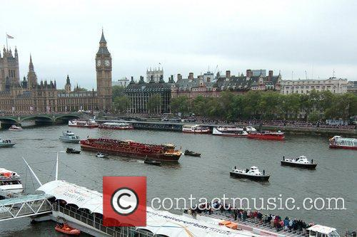 atmosphere the queens diamond jubilee river pageant 5857393