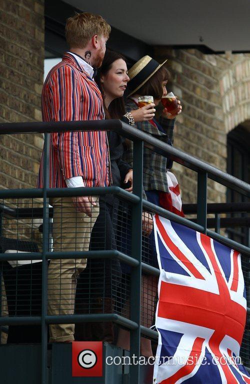 Atmosphere and Queen Elizabeth II 4
