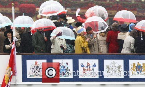 Atmosphere and Queen Elizabeth II 11
