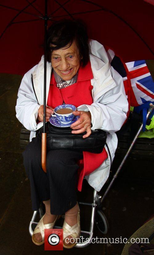 Atmosphere and Queen Elizabeth II 12