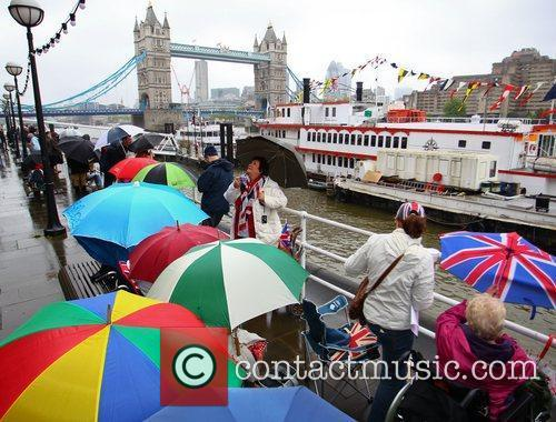 atmosphere the queens diamond jubilee river pageant 5857425