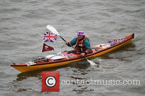 atmosphere the queens diamond jubilee river pageant 5857538