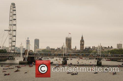 atmosphere the queens diamond jubilee river pageant 5857548