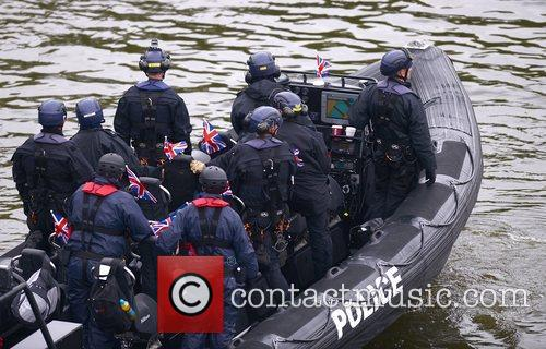 police the queens diamond jubilee river pageant 3924593