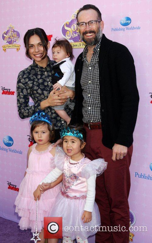 Jason Lee and family Red Carpet Premiere of...