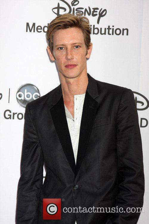 Gabriel Mann and Jeri Ryan