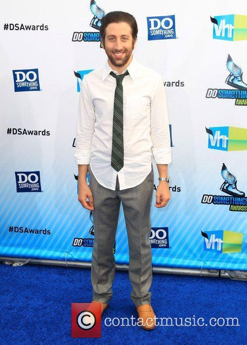 Simon Helberg  at the DoSomething.org and VH1's...