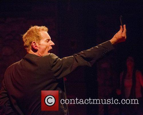 Robert Kane Dr. Feelgood performing live at Santiago...