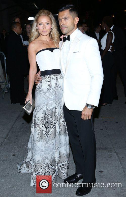 Mark Consuelos and Kelly Ripa 5